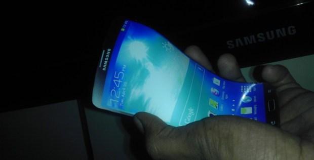 Galaxy-S6-flexible-display