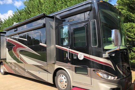 AXEL BLOOM ADJUSTABLE BED: 2016 TIFFIN PHAETON 40QBH