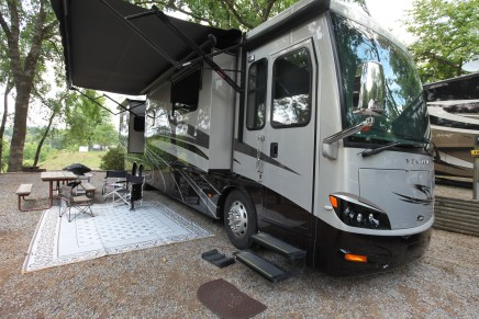 AXEL BLOOM ADJUSTABLE BED: 2015 NEWMAR VENTANA 4037 DIESEL PUSHER COACH.