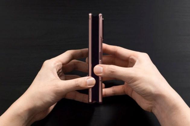 Galaxy Z Fold2 相較於一代大升級?可用螢幕尺寸與機身薄度就足以讓人驚艷!