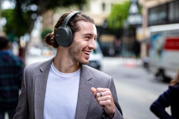 Sony 全新無線藍牙耳機 WH-CH710N主動降噪智慧升級、WI-SP510重低音激勵運動表現!