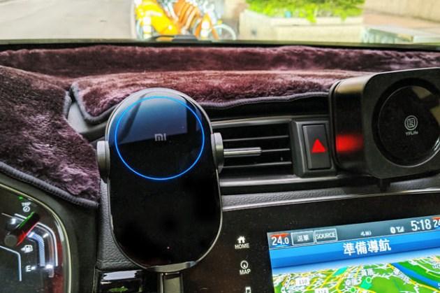 安裝、使用都簡單的「小米無線車充」開箱:美型外觀,體積小巧且支援快速無線充電!