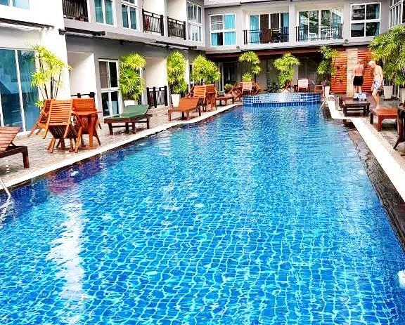006.The swimming pool