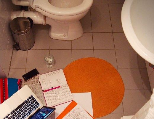 Der Badezimmerteppich – mein Arbeitsplatz