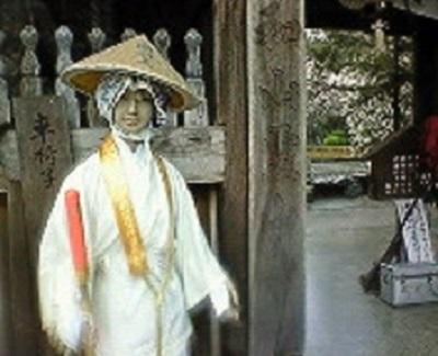 霊山寺山門前のマネキン