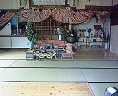 叶崎のお堂の内部。