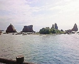 2009/09/09 09:14 橋杭岩。国の天然記念物。