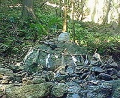 2009/09/10 08:41 天の岩戸の境内の磐座。