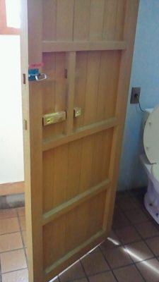 2011/ 6/24 13:01 道の駅のトイレのドア。懐かしいw