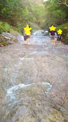 2011/10/ 8 16:29 カムイワッカ湯の滝遡上中