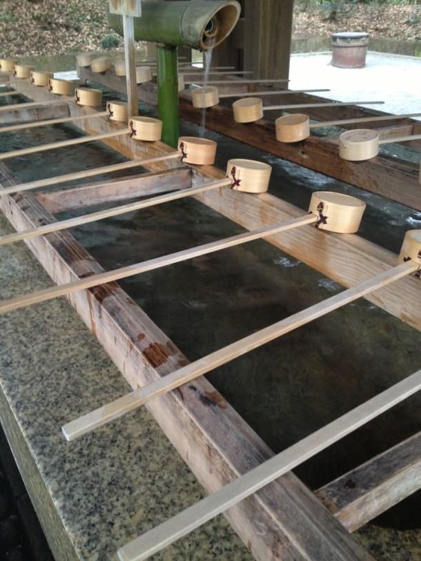 朝イチの手水舎は整然としていて清々しかったです。