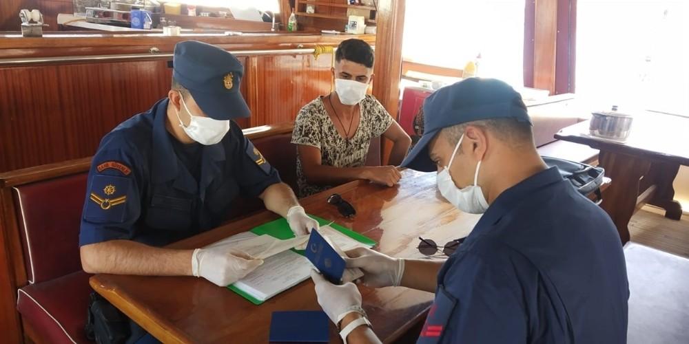 Sahil Güvenlik'ten gezi teknelerine maske ve sosyal mesafe denetimi