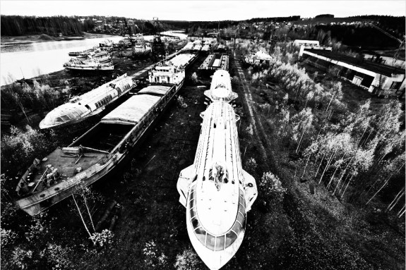 abandoned-Raketas-or-Rockets-that-once-plied-the-Volga-and-other-great-rivers-of-the-Soviet-Union-during-the-Cold-War-years