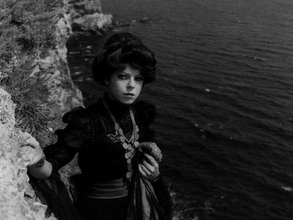 morgiana-1972-001-woman-on-rocks-above-sea