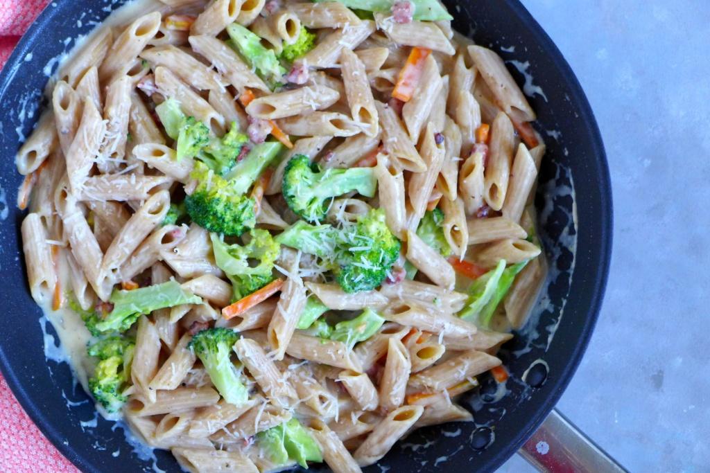 30 minute creamy veggie pasta with bacon