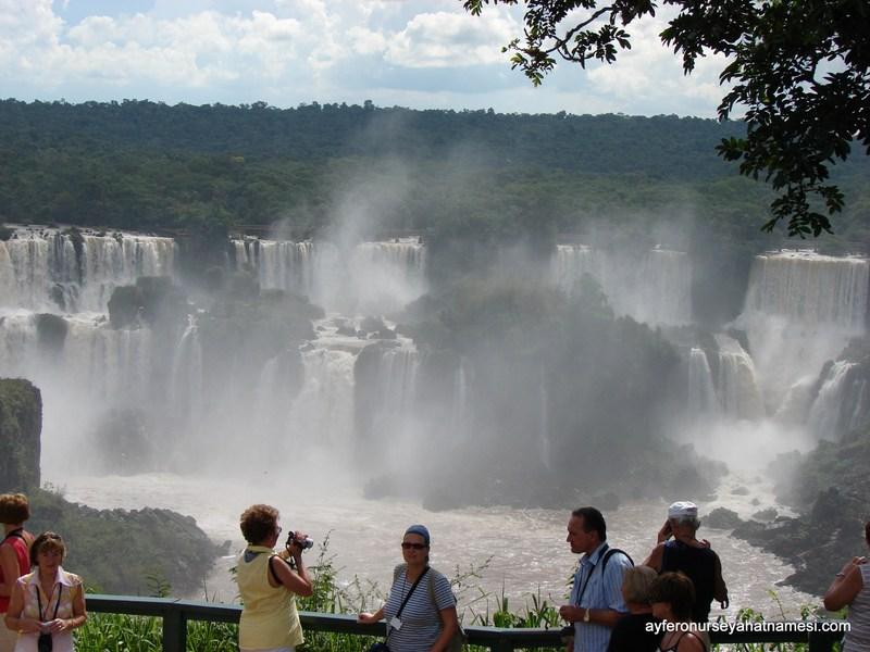 İguacu Şelaleleri'nin ilk karşılayan ihtişamlı manzarası...