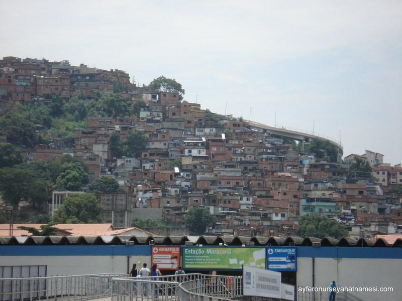 Maracana Metro İstasyonunun arka tarafı