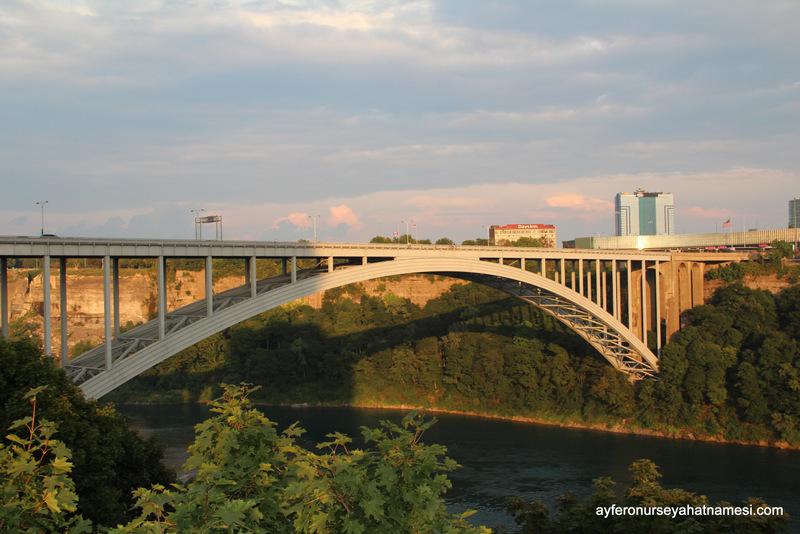 Rainbow Bridge - Niagara Şelalesi (Niagara Falls