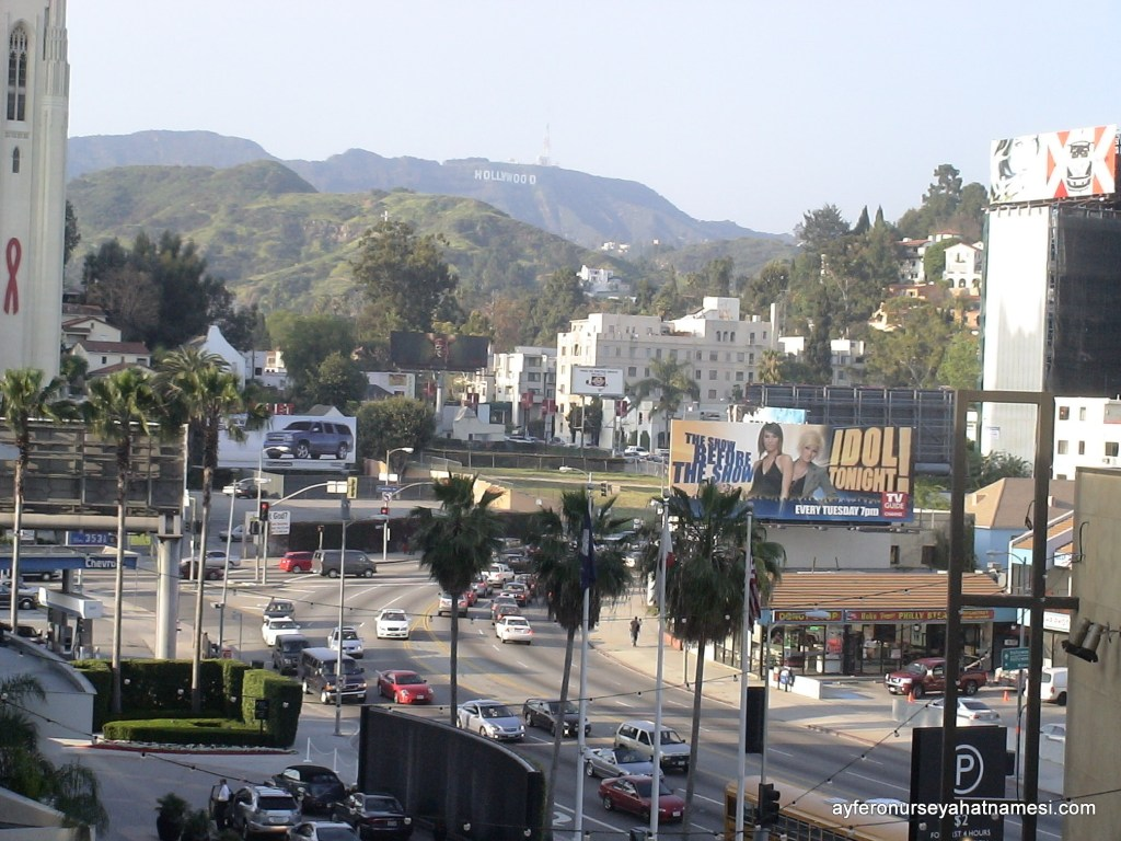 "Los Angeles'ın simgesi ""Hollywood"" tabelesı..."