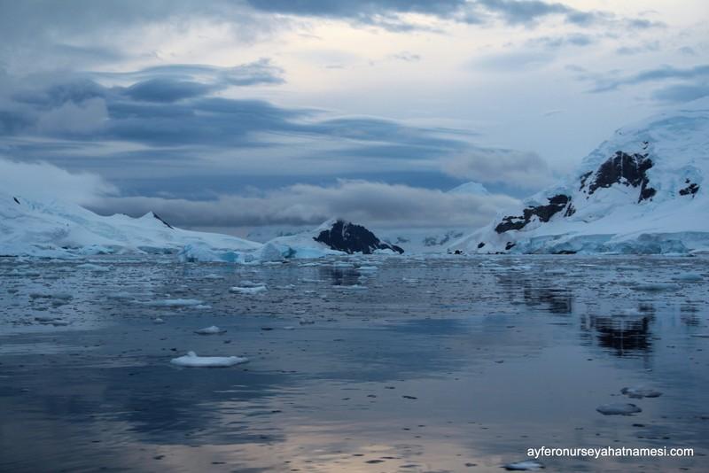 Antarktika'da gün batımı