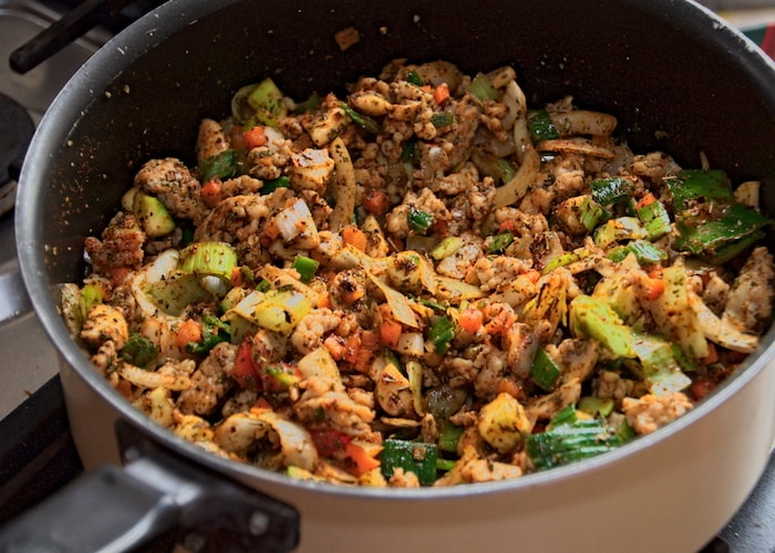 Gehakt met groenten en kruiden voor lasagne