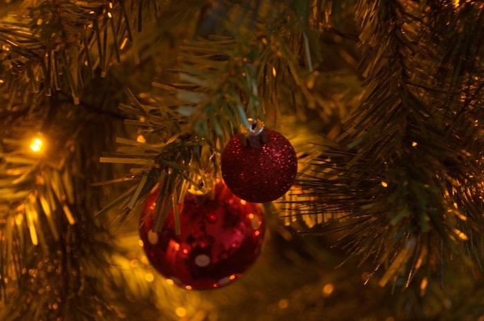 Kerstboom met kerstversiering