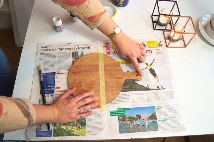 DIY houten serveerplank - afplakken