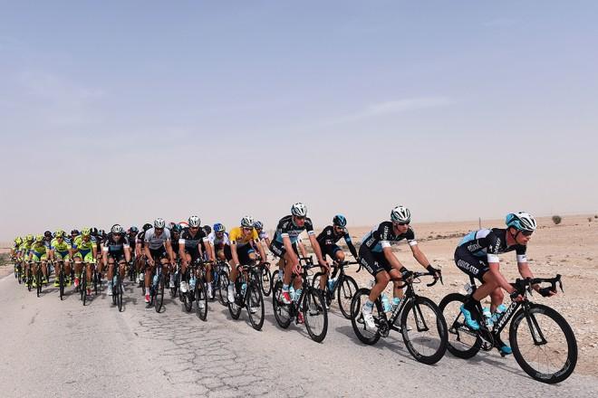 Tour_of_Qatar_2014_stage_4_peloton_1