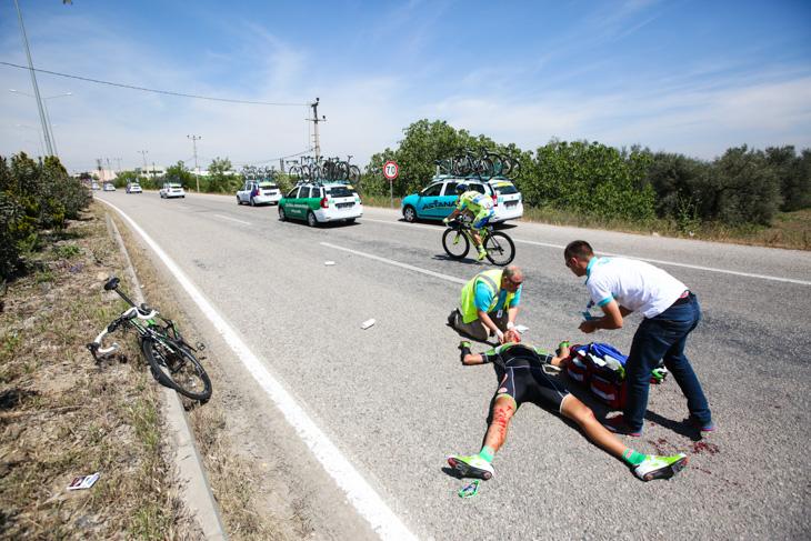 TUR2015_stage_7_crash_Serguei_Gretchyn