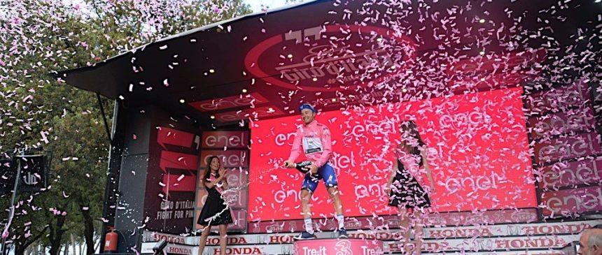 Günün hikayesini Brambilla ilk bülük tur etap zaferinde liderlik mayosuna uzanarak yazdı! Zaferi 20 gün önce doğan kızı Asia bebeğe adarken takım arkadaşı Matteo Trentine de teşekkür etmeyi unutmadı.