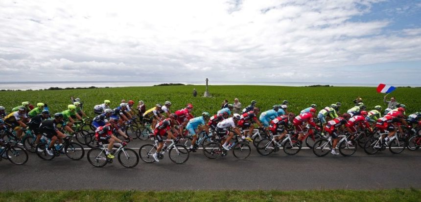 Cycling - Tour de France cycling race - The 188-km (117 miles) 1st stage from Mont Saint-Michel to Utah Beach Sainte-Marie-du-Mont, France - 02/07/2016 - The pack of riders cycles during the race. REUTERS/Juan Medina - RTX2JE02