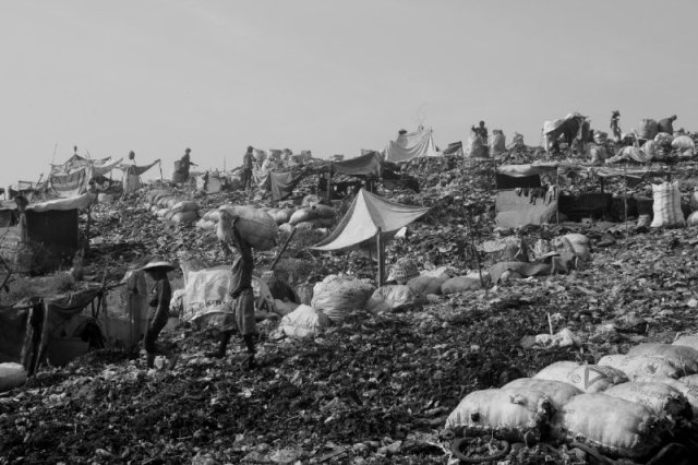1200 ton sampah setiap hari dibuang ke sini, hasil produk lebih 3 juta jiwa penduduk.
