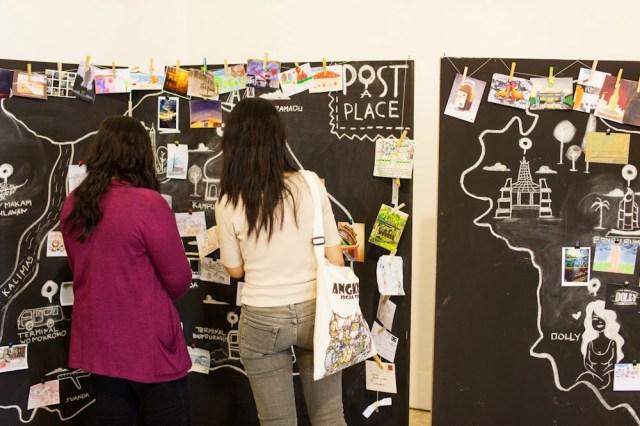Post a Place, pameran kartu pos mengenai kota Surabaya. Foto: Erlin Goentoro
