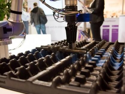 SEAT Componentes y Eurecat desarrollan un robot colaborativo capaz de adaptarse a su entorno