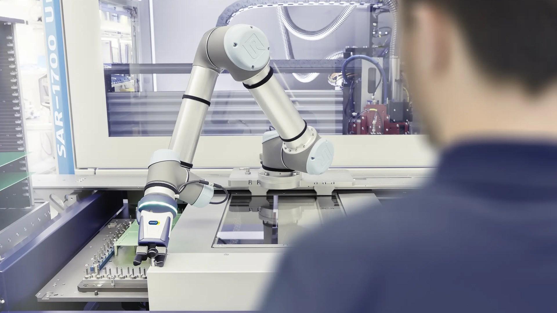 Trabajo en equipo entre humanos y robots, para la industria electrónica