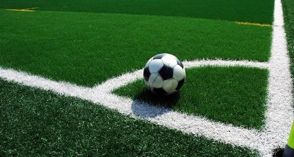 campo-de-futbol-con-cesped-artificial.jpg - 161.94 KB