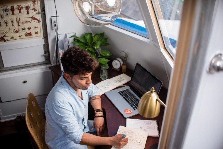 flexibilización de la jornada y del horario de trabajo, así como fomentar el teletrabajo
