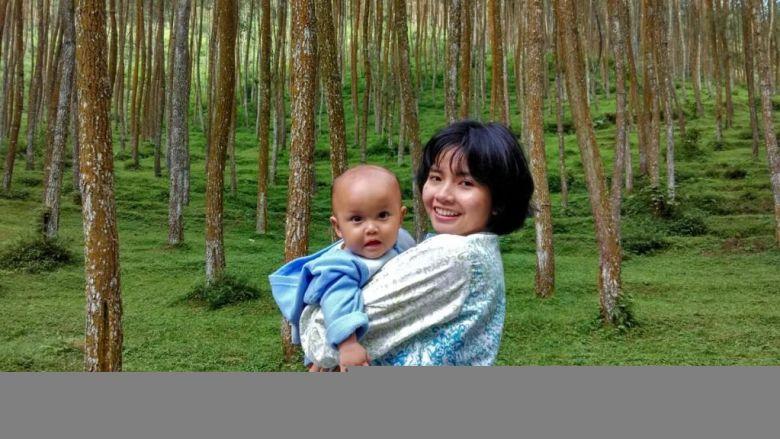 Rayan dan Ibu - Hutan Pinus Mangli