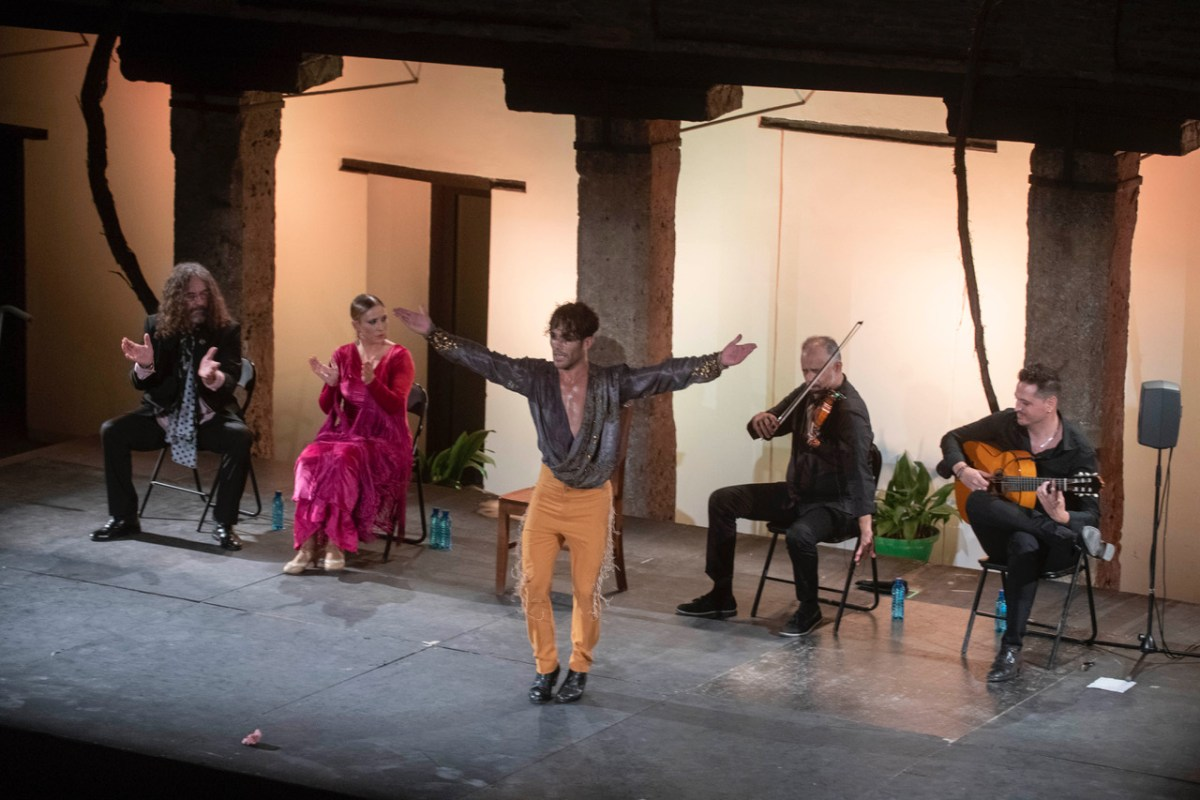 """El bailaor granadino Agustín Barajas presenta el espectáculo """"A mi Aire"""" en el Auditorio de la Cueva de las Ventanas en Píñar"""