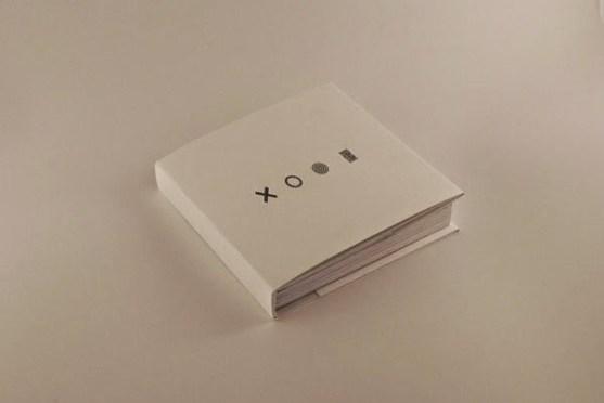 Contoh Desain Katalog Atraktif - Contoh-desain-katalog-Art-While-Walking-oleh-Josep-Puy