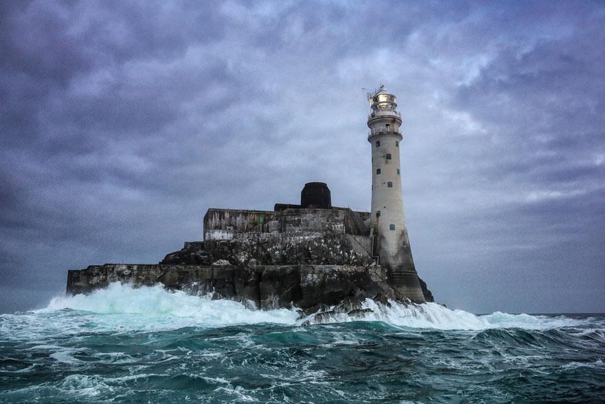 Mercusuar Terindah di Dunia - Gambar Foto Lampu Mercusuar Fastnet Rock, Irlandia