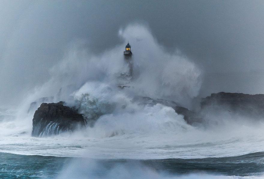 Mercusuar Terindah di Dunia - Gambar Foto Lampu Mercusuar Mouro Island Lighthouse (Built In 1860), Spanyol2