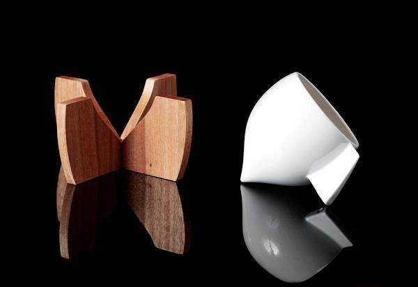 24 Contoh Mug Cangkir Desain Kreatif Original - Contoh Desain Mug Cangkir Kreatif Unik Original - The Skase Dudukan Kayu 2