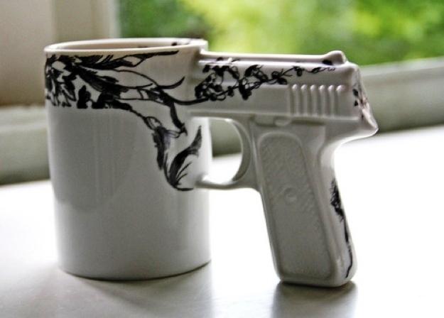 25 Mug Desain Keren untuk Para Maniak - Mug Desain Keren - Dengan handel bentuk pistol
