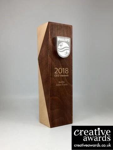 Contoh Plakat Piala Berbahan Kayu Organik