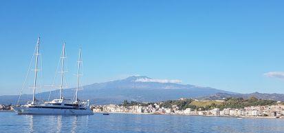 L'Etna vue de la baie sous Taormina