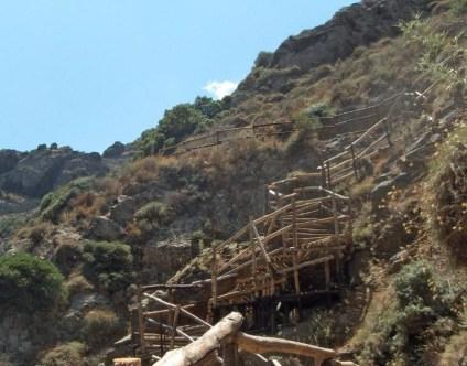 Les gorges de Richtis. L'escalier qui mène à la cascade.