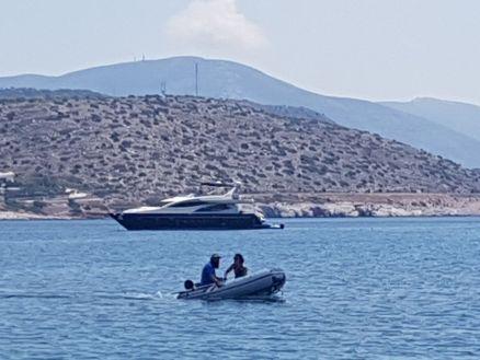 Céline et Antoine et leur yacht.