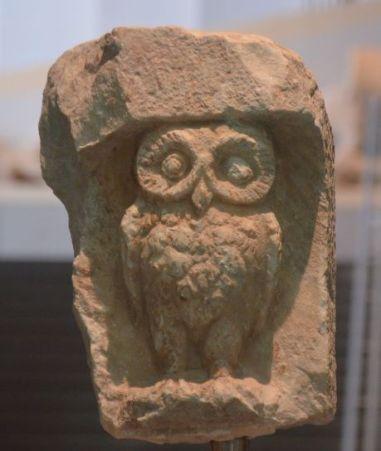 La chouette d'Athéna, symbole de sagesse. Athènes 2020