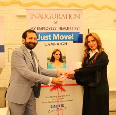 Dr Raza Siddiqui presenting momento to Ms Rabab Al Tajir at 'My Employee Health First' launch